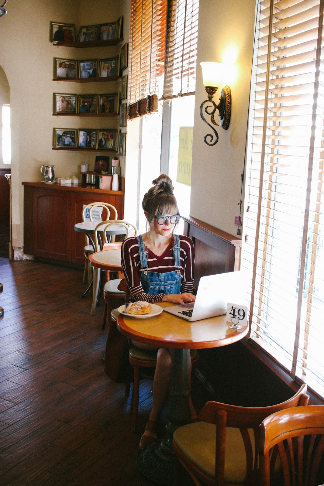 coffee with heart, cafe demetrio miami, stripes and overalls, finance for bloggers, do bloggers make income